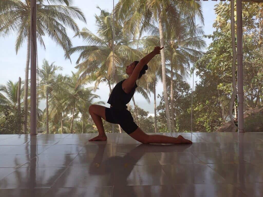 Rebecca-Hicken-SUP-Yoga-Teacher Paddleboarding London Regent's Park